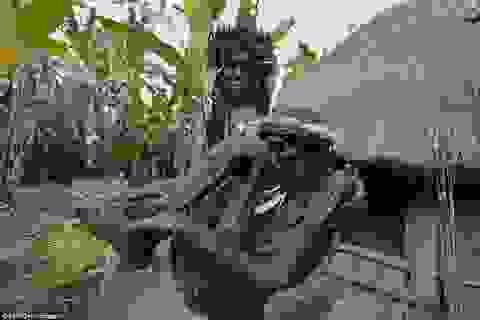 Kỳ lạ bộ lạc ướp xác tổ tiên bằng cách… hun khói