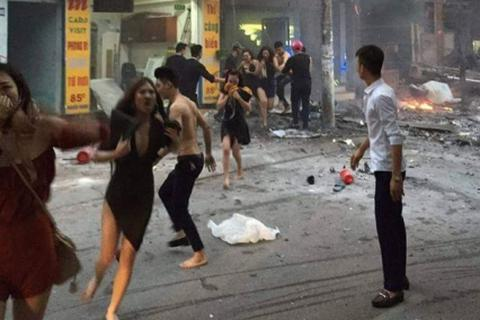 Dùng áo ngực thoát đám cháy, cô gái bức xúc vì bị trêu đùa