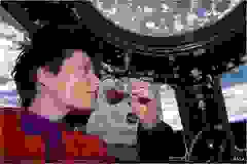 Thưởng thức cà phê trên vũ trụ với cốc zero-G