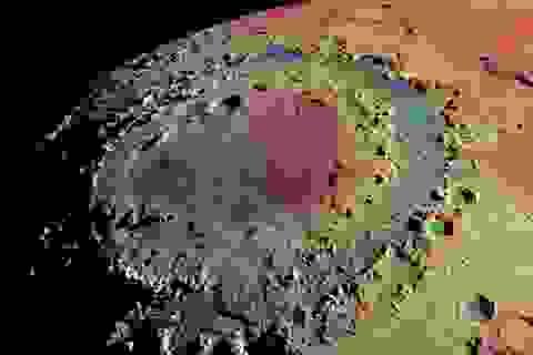 Nghiên cứu mới giải thích về các miệng núi lửa hình tròn trên mặt trăng