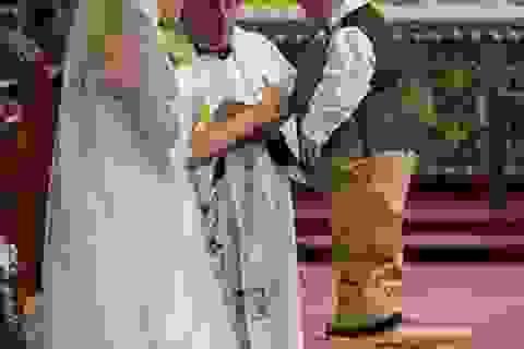 """Đám cưới ấn tượng của """"cặp đôi đũa lệch"""""""