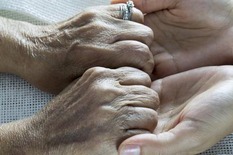 Những người chăm lo cho người khác sống lâu hơn