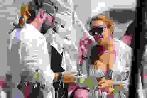 """""""Gái hư"""" Lindsay Lohan lại """"nghiêm túc"""" yêu người mới"""