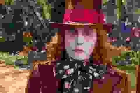 """""""Cướp biển"""" Johnny Depp bị fan la ó vì bỗng dưng… hoá phù thuỷ"""