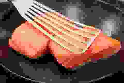 Có nên dùng cá hồi để làm món chiên, rán?