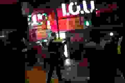 Video cảnh sát Hong Kong nổ súng trấn áp kẻ quá khích