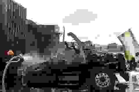 Lái xe bất chấp nguy hiểm cứu 4 xe container khỏi biển lửa