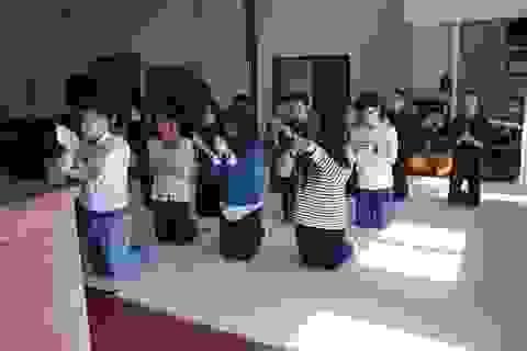 Sinh viên Việt tại Rennes đi lễ chùa nguyện cầu đầu năm