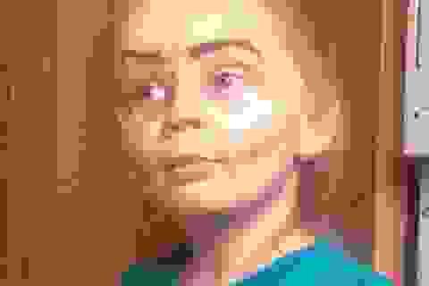 """Cư dân mạng """"phát sốt"""" vì cô bé 3 tuổi trang điểm như bà già"""