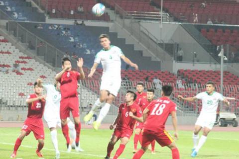 """AFC khen hàng thủ U19 Việt Nam làm """"bó tay"""" các chân sút Iraq"""