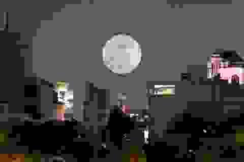 Ngắm siêu trăng trên bầu trời Sài Gòn