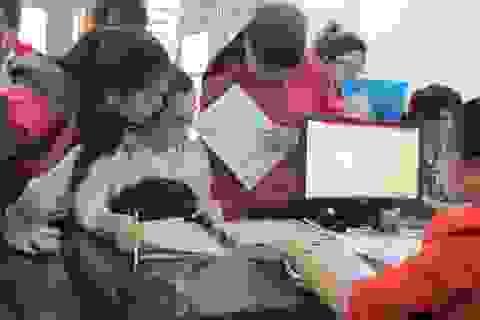 Nhiều thí sinh nộp hồ sơ xét tuyển qua đường bưu điện phải sửa thông tin