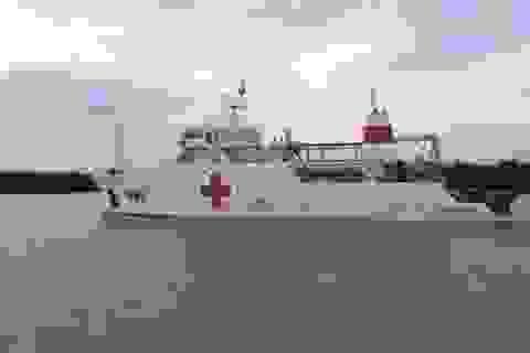 Tàu Bệnh viện đưa thi thể quân nhân máy bay CASA về cảng