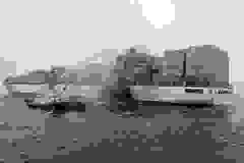 Hai tàu container đâm nhau và bốc cháy trên biển Hoa Đông