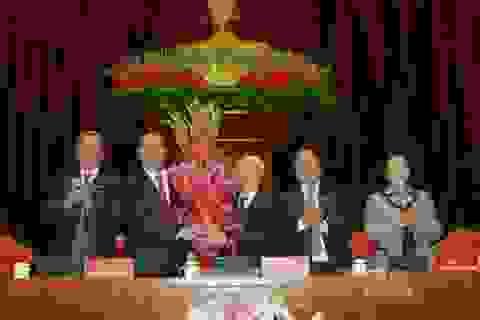 Đại biểu chúc mừng ông Nguyễn Phú Trọng tái đắc cử Tổng Bí thư