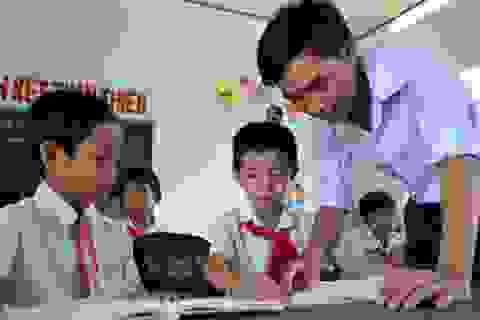 Thầy giáo Nguyễn Ngọc Hạ: Người neo chữ ở Trường Sa