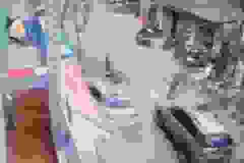 """Camera ghi cảnh vụ xe Camry """"điên"""" tông chết 3 người ở Hà Nội"""
