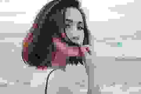 Trâm Nguyễn gợi cảm bên biển