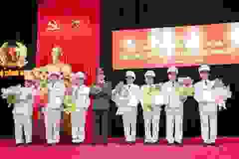 Trao Quyết định thăng cấp bậc hàm cấp Tướng Công an nhân dân
