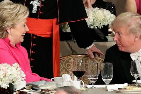 """Ông Trump và bà Clinton ra sức """"nói kháy"""" khi ăn tối cùng nhau"""