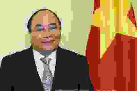 Thủ tướng Nguyễn Xuân Phúc trả lời phỏng vấn báo chí trước thềm G7