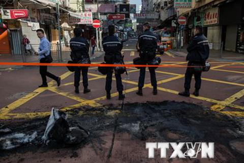 Gần 90 cảnh sát bị thương sau vụ đụng độ ở Hong Kong