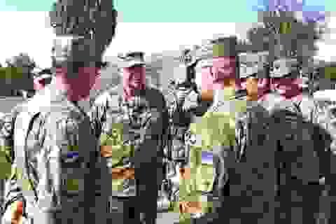 Tư lệnh Mỹ vỗ về Ukraine ở chiến tuyến Donbass