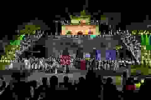 Duyên dáng hình ảnh tà áo truyền thống Việt trong đêm khai mạc