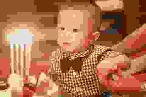 Công Vinh tặng quà sinh nhật Thuỷ Tiên, Văn Quyết chúc mừng con tròn 1 tuổi