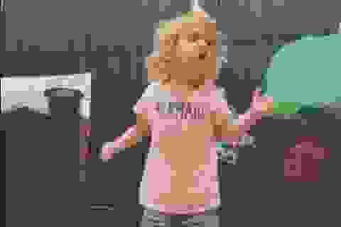 """Bé 2 tuổi hát """"ABC"""" đốn tim hàng triệu người"""
