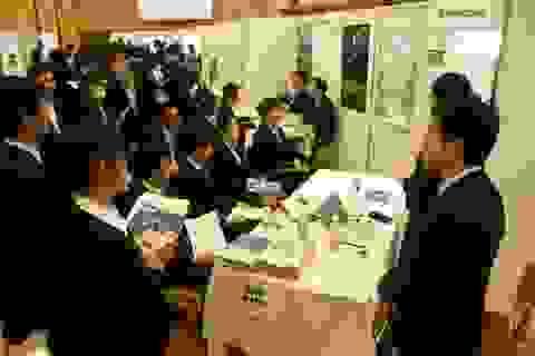 """DHS Việt tại Nhật học cách cúi chào để không """"mất điểm"""" khi phỏng vấn"""