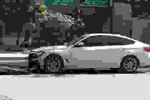 Xe BMW bất ngờ bốc cháy khi đang chạy trên đường