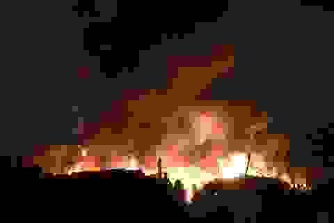 Hà Nội: Xưởng nhựa cháy ngùn ngụt trong đêm