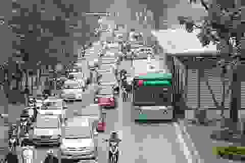 Hà Nội: Nhiều tuyến phố ùn tắc nghiêm trọng vào giữa trưa