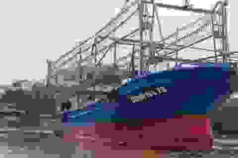 Tàu vỏ thép liên tục hỏng, 18 ngư dân đang bị thả trôi trên biển