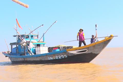 Cửa biển bị bồi lấp, hàng trăm tàu thuyền bị mắc kẹt