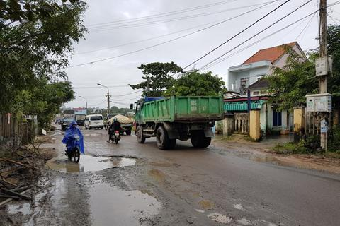 Tạm dừng phục vụ xe tải nặng để sửa đường hư hỏng