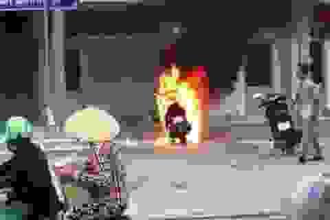 Vụ đốt xe tại trụ sở UBND thị trấn: Xử phạt, giáo dục trước dân