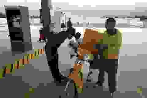 Trạm xăng Hà Nội có nhân viên luôn cúi rạp người chào khách hàng