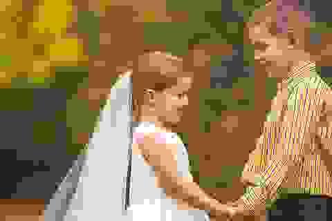"""""""Bộ ảnh cưới"""" của cô bé 5 tuổi trước ca phẫu thuật làm rúng động con tim cộng đồng mạng"""