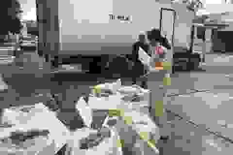 Gần 3 tạ thực phẩm ôi thiu đang trên đường từ Bắc vào Nam