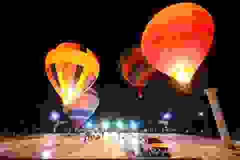 Người dân Sài Gòn du xuân bằng… khinh khí cầu