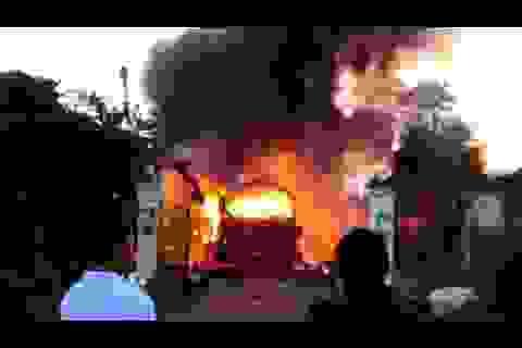 Xe khách Nghệ An bốc cháy ở Lào, cả gia đình thương vong