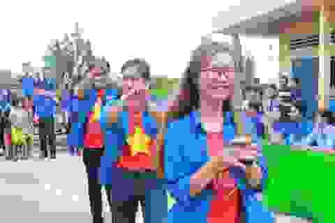 Tuổi trẻ Bạc Liêu mang Tết Thiếu nhi đến sớm với trẻ em nghèo làng cá