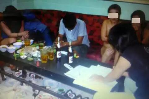 """Triệt phá ổ nhóm tội phạm chuyên ''ép buộc"""" gái mới lớn vào phục vụ tại các quán karaoke"""