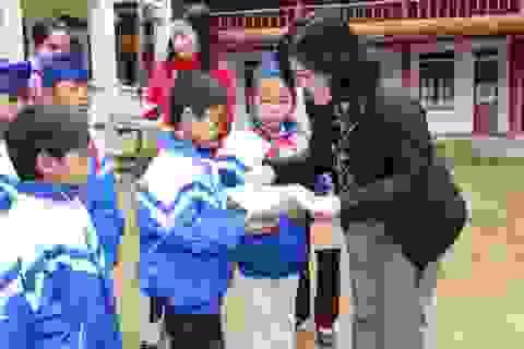 540 suất quà Tết đến với giáo viên và học sinh khó khăn