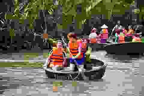 Thú vị trải nghiệm lắc thúng chai ở rừng dừa Bảy Mẫu - Hội An