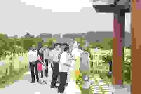 """Ông Dương Trung Quốc: """"Mua mộ trước cho người thân là tín hiệu tốt"""""""