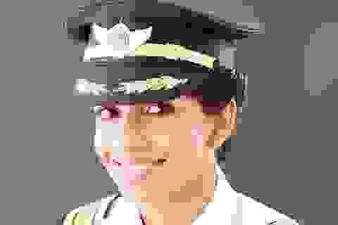Nhan sắc rực rỡ của nữ cơ trưởng lái Boeing 777 trẻ nhất thế giới
