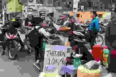 Thịt nướng siêu rẻ 10 ngàn đồng/4 xiên: Ngon vô đối, tràn vỉa hè